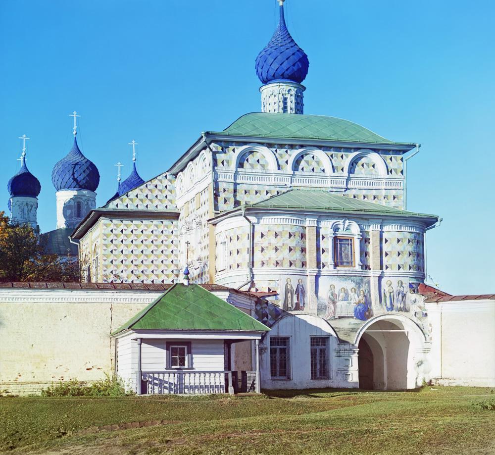 Вход в Никольскую церковь в Макарьевском монастыре. Фото С. Прокудин-Горский. 1910 г.
