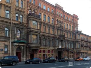 9-Я ЛИНИЯ В. О., 22 В этом доходном доме С. П. Петрова в 1909 г. в квартире №38 проживал Даниил Осипович Святский.