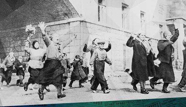 Трудящиеся Брянска празднуют очищение Орловской области от немецких оккупантов