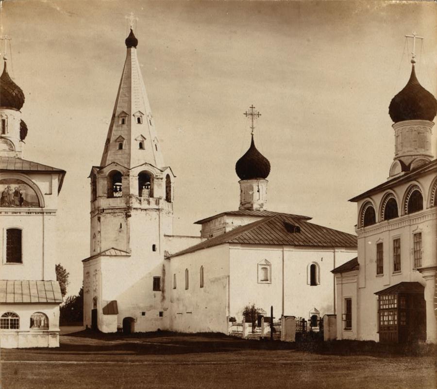 Благовещенская церковь в Макарьевском монастыре. В ней архив и казнохранилище. Фото С. Прокудин-Горский. 1910 г.