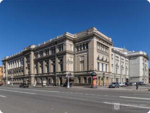 УЛ. ГЛИНКИ, 3 В одном из залов Санкт-Петербургской консерватории с 1912 по 1914 гг. проходили заседания Русского общества любителей мироведения.