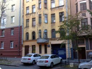 БОЛЬШАЯ РАЗНОЧИННАЯ УЛ., 9 В 1914 - 1917 гг. в этом доходном доме проживал Д. О. Святский.