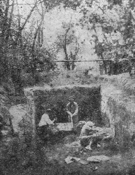 Раскопки в с. Супоневе. Траншея в 10 м длины и 3 ширины при 2 метр. глубины в саду гр. Кузнецова. 1926 г.
