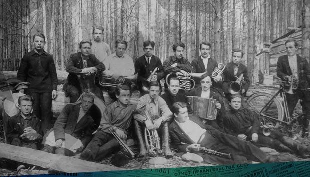 Организовали симфонический оркестр // Брянский рабочий. - 1929. - 24 дек. (№299): 90 лет назад силами бежицких рабочих был организован симфонический оркестр