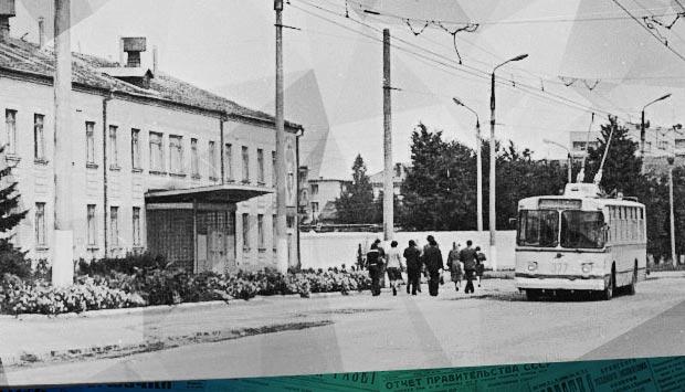 Троллейбус пойдёт до Камвольного // Брянский рабочий. – 1972. – 6 апр. С. 2.: о расширении троллейбусной сети в 1972 году