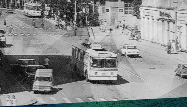 Катят без остановки // Брянский рабочий. – 1977. – 10 февр. (№34). С. 2.: год 1977-й - об опаздывающих троллейбусах в Брянске и езде без остановок
