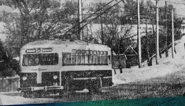 Троллейбусы пошли к мясокомбинату // Брянский рабочий. – 1962. – 11 янв. (№9). С. 4: в 1962 г. открылось движение троллейбуса №2 по маршруту Вокзал-Мясокомбинат