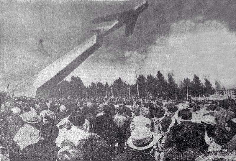 Открытие памятника лётчикам в Брянске. 8 мая 1975 г. Фото И. Мелещенко