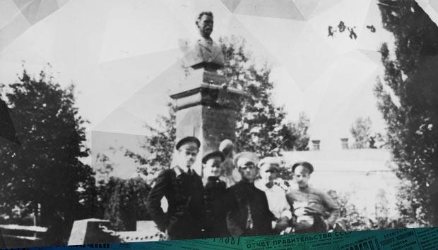 29 июня в Брянске произошло скромное местное торжество //Орловский вестник. – 1915. – 23 (10) июл. (№166): 12 июля 1915 года в Брянске торжественно открыли памятник П. С. Могилевцеву